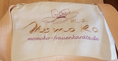 Momoko-Frauenkarate-Yuki-Gis
